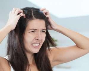 Почему чешется голова — причины и лечение